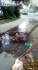 Jacuzzi de fortune, il se baigne dans un trou sur la route