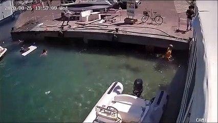 Un bateau explose  et projette une femme à l'eau...