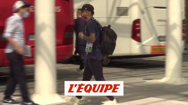Les joueurs du PSG quittent leur hôtel - Foot - C1