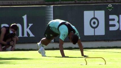 Martín Montoya se entrena en solitario con el Betis