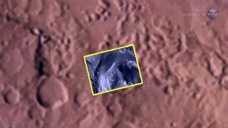 Un diablo de polvo pasa frente al rover Curiosity en Marte