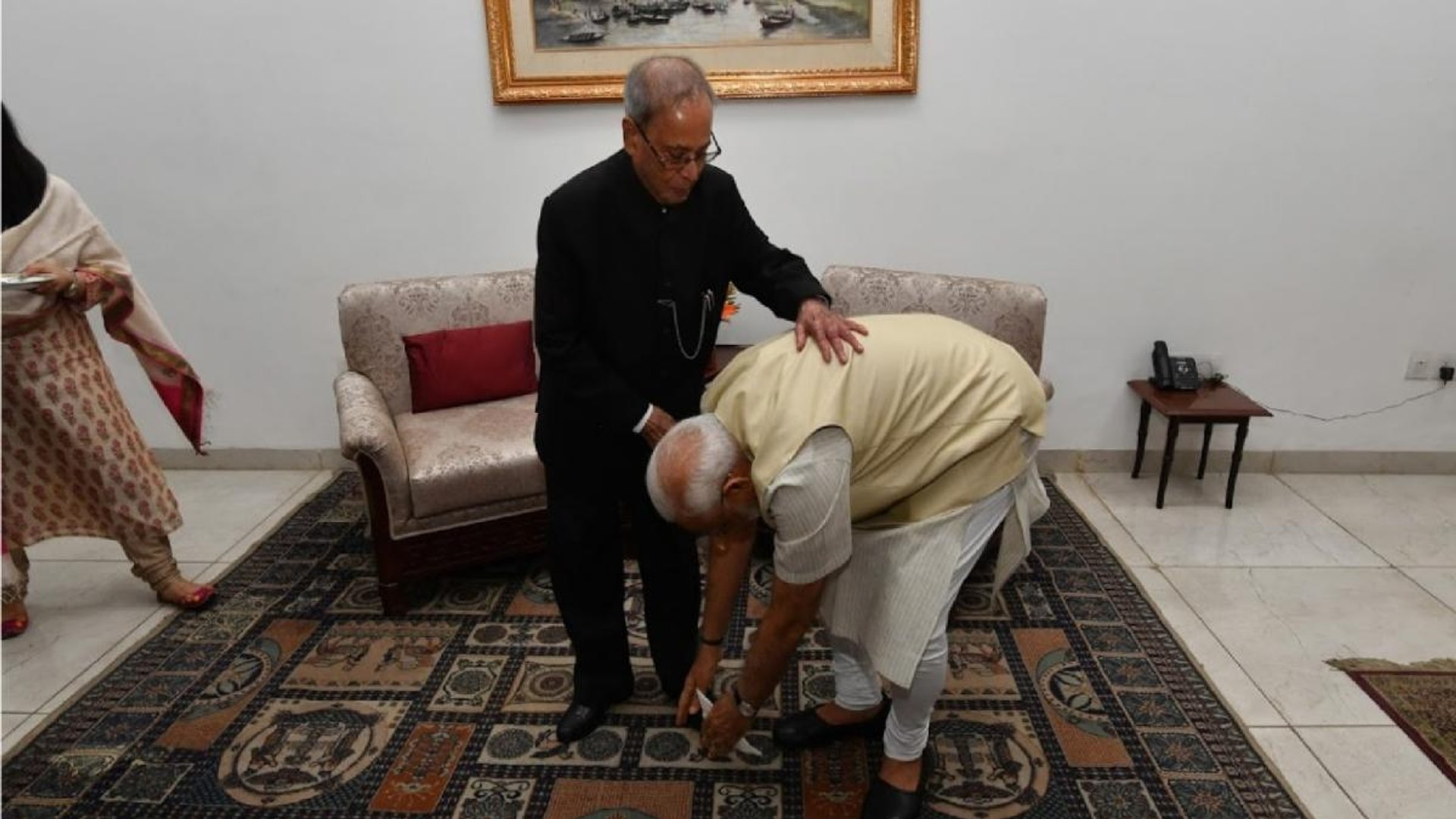 PM Modi pays last respects to Pranab Mukherjee