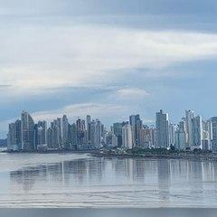 Con Amigos Como Tú - ¿Porqué Panama? con su autor Leopoldo A. Monterrey