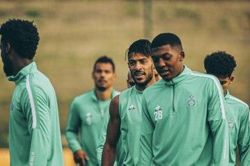 Denis Bouanga et Yvan Neyou en forme à l'entraînement