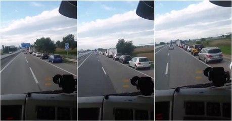 Quando vão estes automobilistas perceber que não há motivo para estarem na fila?