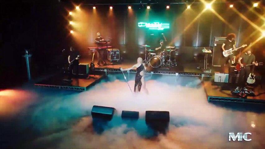Miley Cyrus diện đồ của NTK Công Trí