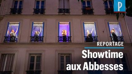 Privées de scène, ces drag-queens enflamment Montmartre depuis leurs fenêtres