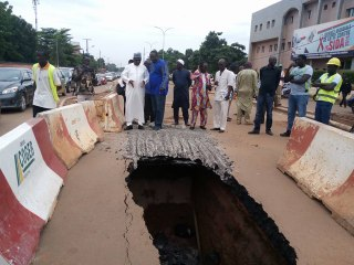 Cratère sur la route de l'hôpital Yalgado à Ouagadougou : Les acteurs se jettent les responsabilités