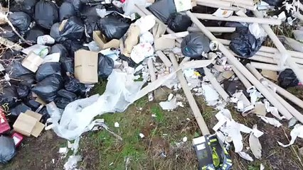 Northern Monkeys clean up fly tipping site in Burnley
