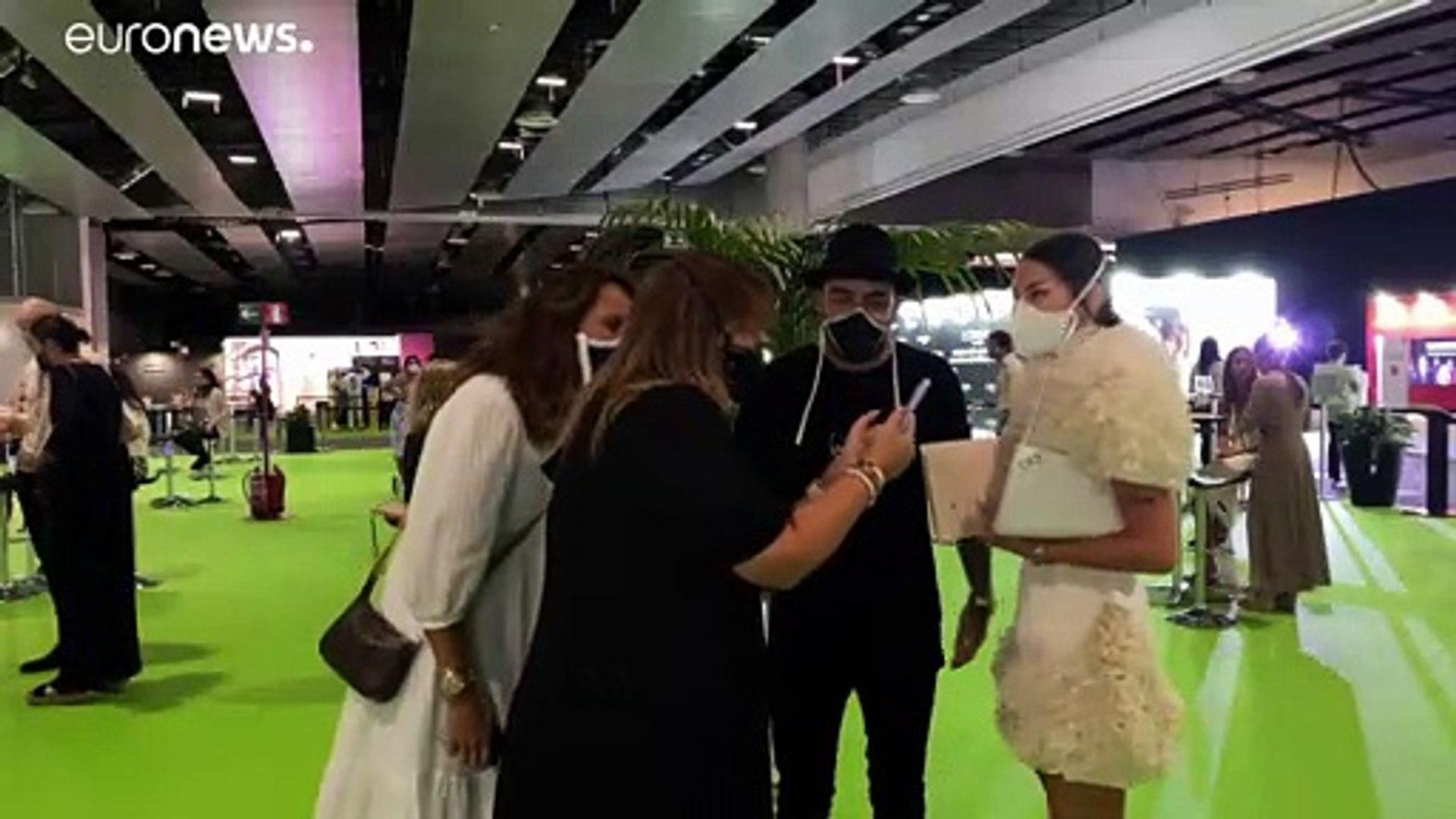 شاهد: كوفيد-19 يفتح فرصة جديدة للإستثمار في مجال الموضة وابتكار كمامات تتناسق مع الأزياء العصرية