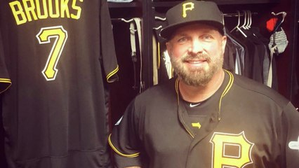 MLB Players Team Up with Garth Brooks to Feed Hungry Children