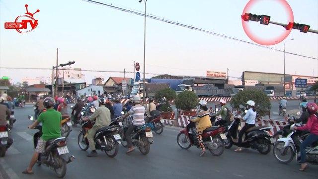"""Vượt đèn đỏ theo đám đông - """"trào lưu"""" mới của giao thông Việt."""