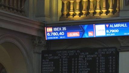 El Ibex 35 pierde más del 2 % tras la apertura y se aleja de los 6.800 puntos