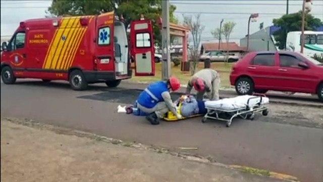 Motociclista sofre queda em desnível de rua, em trecho que está em obras no São Cristóvão