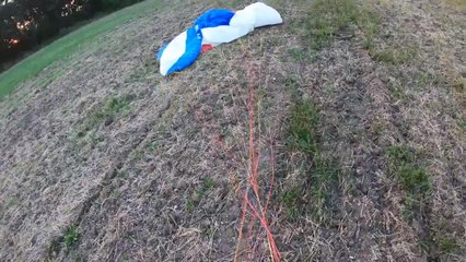Guy Does Emergency Landing After his Power Parachute's Motor Stops Working