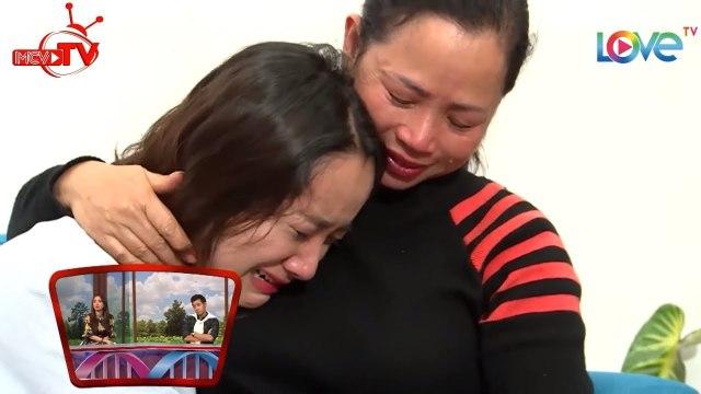 Nữ diễn viên 20 tuổi nước mắt vỡ òa khi bất ngờ gặp lại mẹ tại Sài Gòn