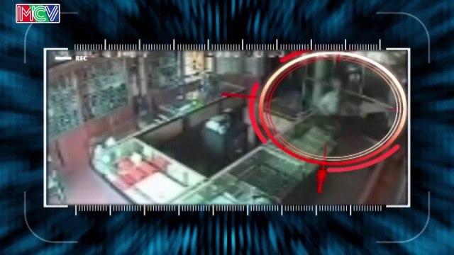 Tên cướp có súng bó tay khi bị người dân truy bắt.