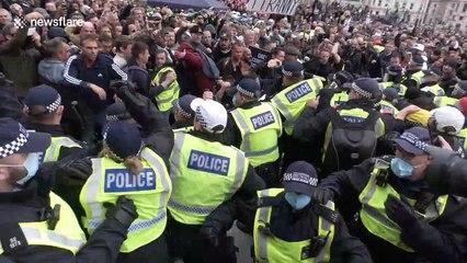 Violent scenes in Trafalgar Square as anti-lockdown protesters clash with police (LONG EDIT)
