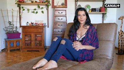 Lou Charmelle a vu sa vie sexuelle révélée par des gants en plastique - 35 ans de porno sur CANAL+