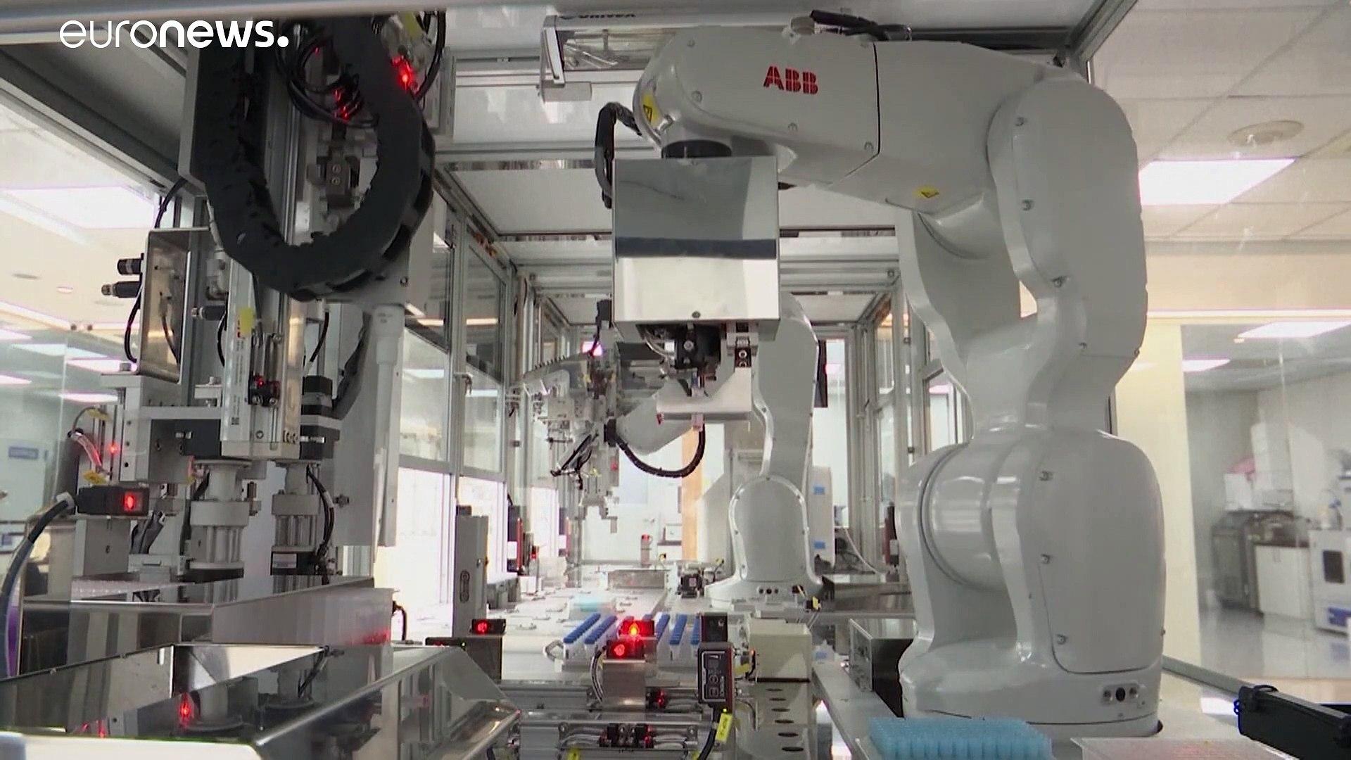 شاهد: روبوت يمكنه إكمال 2000 اختبار كوفيد-19 في اليوم الواحد