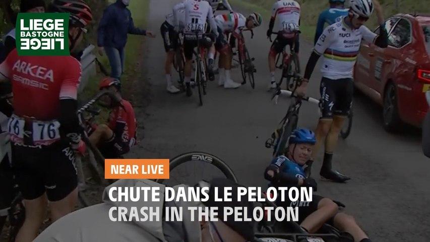 Chute dans le peloton / Crash in the peloton - Liège-Bastogne-Liège 2020