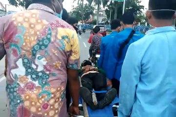 Seorang Mahasiswa Patah Kaki Saat Demonstrasi Tolak Omnibus Law