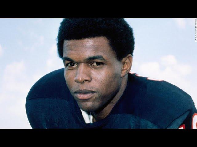 NFL Legend Gale Sayers Dies at 77 | Moon TV news