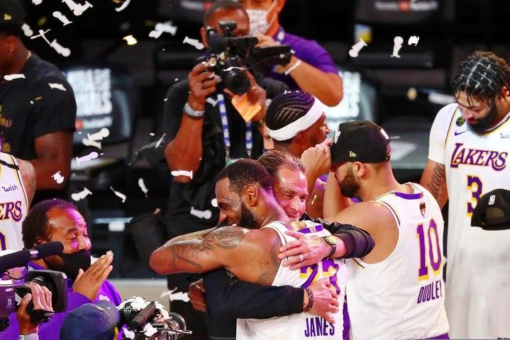 La joie des Lakers au coup de sifflet final !
