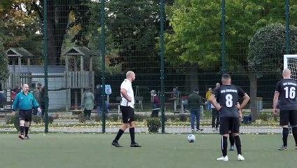 Nico Makowski (Inter Roj) verschießt einen Elfmeter gegen die SVG IV