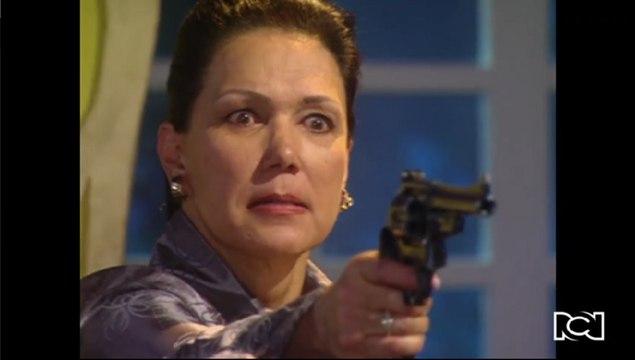 Doña Bella   Capítulo 81   Cecilia trata de matar a Bella