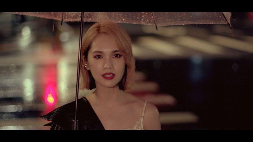 Rainie Yang - SINGING IN THE RAIN
