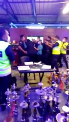◆ ◤复管令SOP◢ 拒配合防疫检查 老板联手店员打伤2警