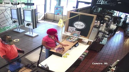 Une cliente d'un McDonald's se prend une gifle d'une employée et devient folle (États-Unis)