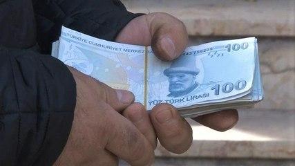 ATM'de unutulan 10 bin lirayı sahibine teslim etti