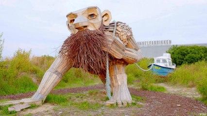 منحوتات أسطورية لدمية ترول من الخشب المعاد تدويره