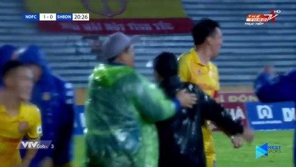 Những pha -tấu hài- dưới mưa của bóng đá Việt Nam - Bóng vào gôn thế đấy! - NEXT SPORTS