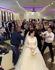 Un lancer de bouquet où rien ne se passe normalement lors d'un mariage !