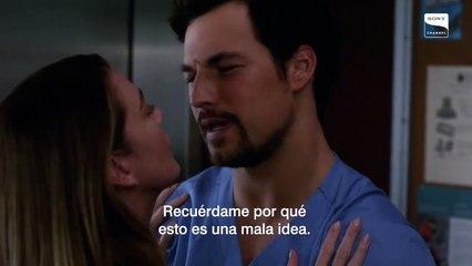 Meredith y Deluca en el elevador - Grey's Anatomy
