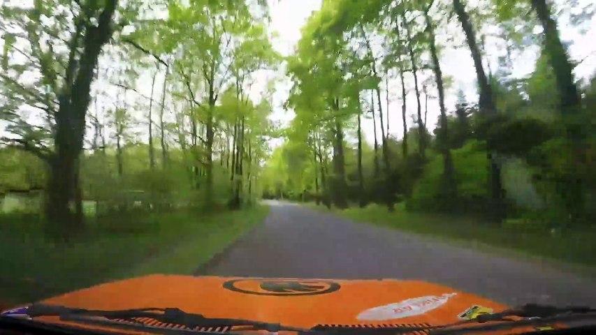 Crash d'une  Skoda 130 LR plein en rallye