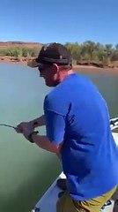 Shock in Australia, un uomo pesca... un coccodrillo