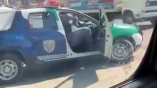 Ce policier n'est pas vraiment prêt pour les courses poursuites
