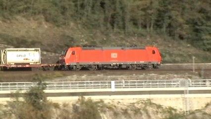 Züge und Schiffe bei Bad Salzig am Rhein, Crossrail 185, Railion 185, 2x DB 185, 427, 428