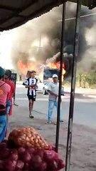 Una camioneta fue consumida por el fuego en avenida Castelli y España