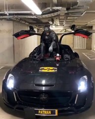 Oubliez Batman, voici Patman ! (Patrice Evra)