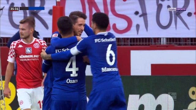 Bundesliga - Le coup franc sur un pas magique de Schalke 04