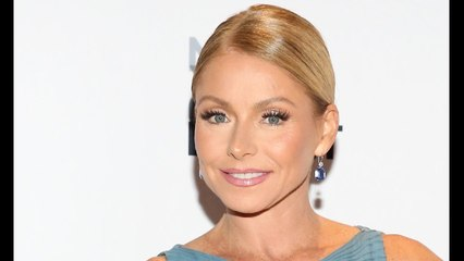 Kelly Ripa reveals incredible bikini body and washboard abs in family
