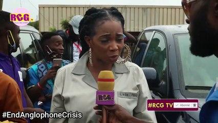 En tenue d'élèves, Lady Ponce, Coco Argeentée rendent hommage aux victimes du massacre de Kumba