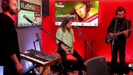 """Julien Doré interprète """"Le Lac"""" en live dans #LeDriveRTL2 (09/11/20)"""