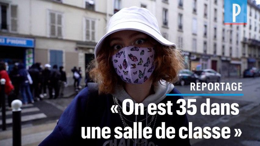 Des policiers contrôlent les carnets de correspondance de lycéens à Paris