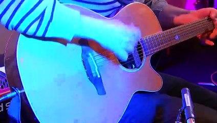 "Aloe Blacc interprète ""I Need a Dollar"" en live dans Le Double Expresso RTL2 (13/11/20)"